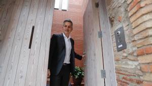 Víctor Font recibió a Joan Vehils en la puerta de su casa, ubicada en el mismo centro histórico de la localidad de Granollers.