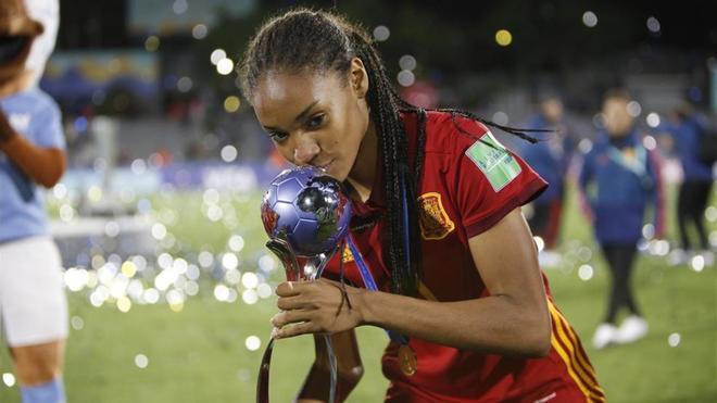 Salma Paralluelo ganó el Mundial sub17 con España... ¡en fútbol!
