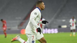 Toda Europa suspira por Mbappé y no es de extrañar: El francés se volvió a salir ante el Bayern... ¡con un doblete!