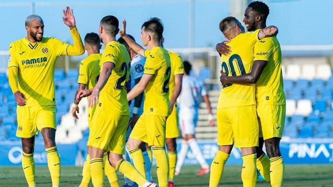 Los jugadores del Villarreal celebrando el gol de Boulaye Dia