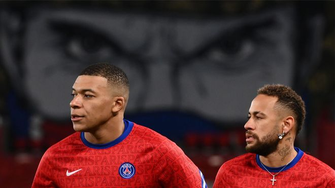 Neymar entrenando con Mbappé