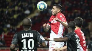Maripán ganando un balón aereo ante Kakuta