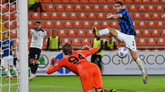 Achraf Hakimi durante un partido del Inter