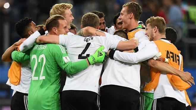 El combinado alemán celebró el título sobre el césped