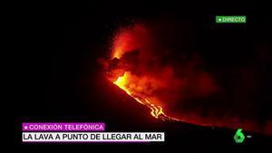 ¡La lava del volcán de La Palma comienza a caer al mar!