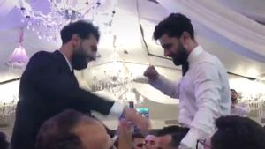 Ni mascarilla ni distanciamiento social: Salah celebró así la boda de su hermano días antes de dar positivo en Covid