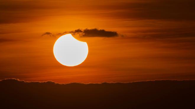 Eclipse solar parcial: hora y cómo se podrá ver desde España este fenómeno astronómico