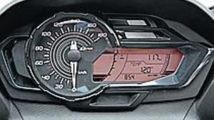 AL DETALLE. El asiento del GT cuenta con respaldo lumbar para el conductor. La esfera del velocímetro es de nuevo diseño.