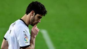 El Valencia gana al Villarreal sobre la bocina