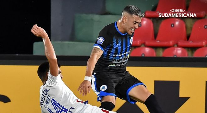Un instante del 12 de octubre - Nacional en la copa Sudamericana.