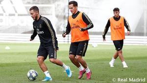 Eden Hazard y Lucas Vázquez durante el entrenamiento del Real Madrid de este domingo