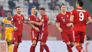 Los jugadores del Bayern celebran un tanto de Pavard