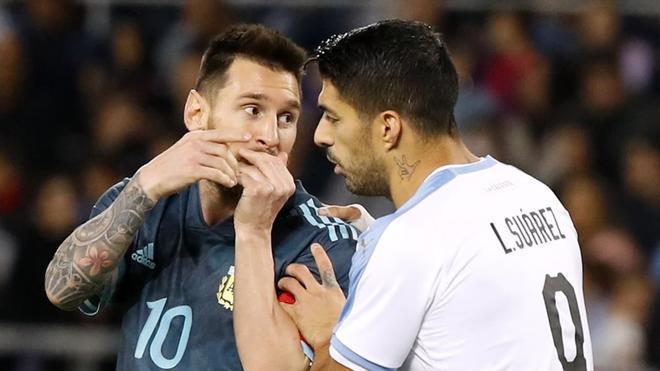 Leo Messi y Luis Suárez monopolizaron el protagonismo en el Argentina - Uruguay