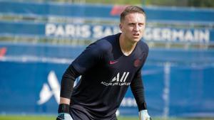 El PSG cede al Niza al meta polaco Bulka