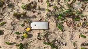 Un iPhone 6S cae desde un avión y sobrevive al impacto, grabando toda la caída