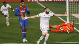 Exquisito taconazo de Benzema: así se adelantó el Madrid en el Clásico