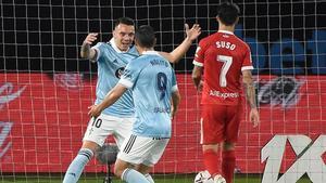 Aspas celebra con Nolito la consecución del 1-1