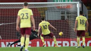 El gol histórico del Burnley para derrotar al Liverpool en Anfield
