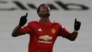 El golazo de Pogba que deja líder al United