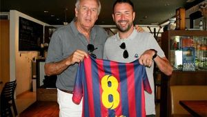 Anty Garcia, junto a Carles Rexach, con el dorsal 8 que lucía en su época en el Barça