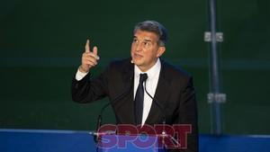 Joan Laporta ha sido investido como nuevo presidente del FC Barcelona en el Camp Nou ante trescientas personas.