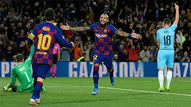 Arturo Vidal marcó... y el árbitro lo anuló