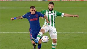 Fekir luchando el balón ante el Atlético