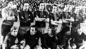 El famoso equipo del 0-5 de 1974: Mora, Rifé II, Torres, De la Cruz, Costas, Juan Carlos, Rexach, Asensi, Cruyff, Sotil y Marcial