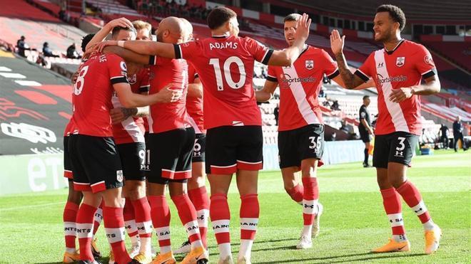 Los jugadores del Southampton celebrando el segundo gol del partido.