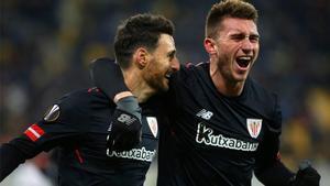 Aduriz y Laporte celebran la clasificación del Athletic