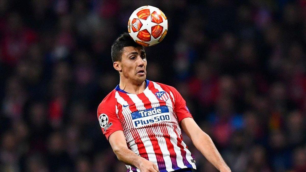 Rodrigo remata de cabeza contra la Juve
