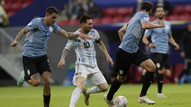 La Argentina de Leonel Messi llegará a la disputa tras imponerse a Uruguay