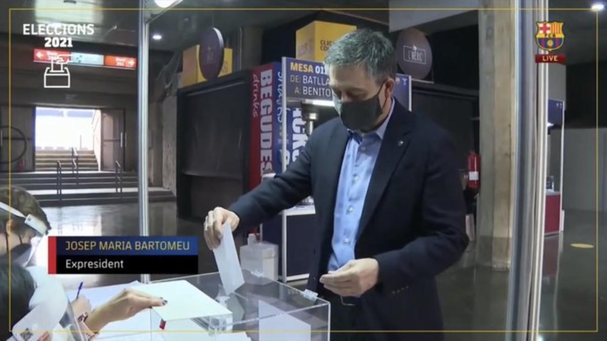La primera aparición pública de Bartomeu tras su detención fue... ¡para votar en el Camp Nou!