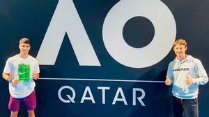 Alcaraz suma su primer triunfo en la previa del Open de Australia