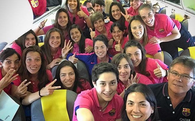 Las jugadoras del FC Barcelona celebraron el título dentro del avión