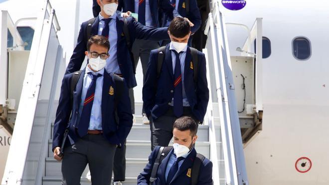 España viaja en la burbuja rumbo al debut en la Eurocopa