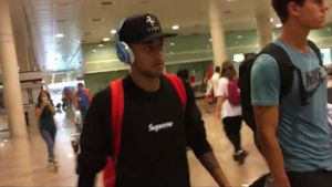 Neymar aterrizó en Barcelona manteniendo su ley del silencio