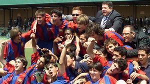 Fàbregas, Messi y Piqué formaron parte del único equipo capaz de adjudicarse todos los campeonatos que disputó sin perder un partido