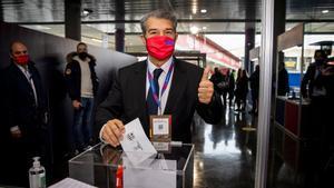 Joan Laporta, la candidatura con más firmas, fue el primero en votar