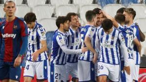 La Real se impuso al Levante con un solitario gol de Merino