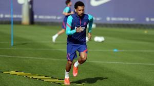 Matheus Fernandes, en un entrenamiento del FC Barcelona en la Ciutat Esportiva Joan Gamper