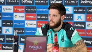 Miguelón, defensa del Espanyol, durante una rueda de prensa