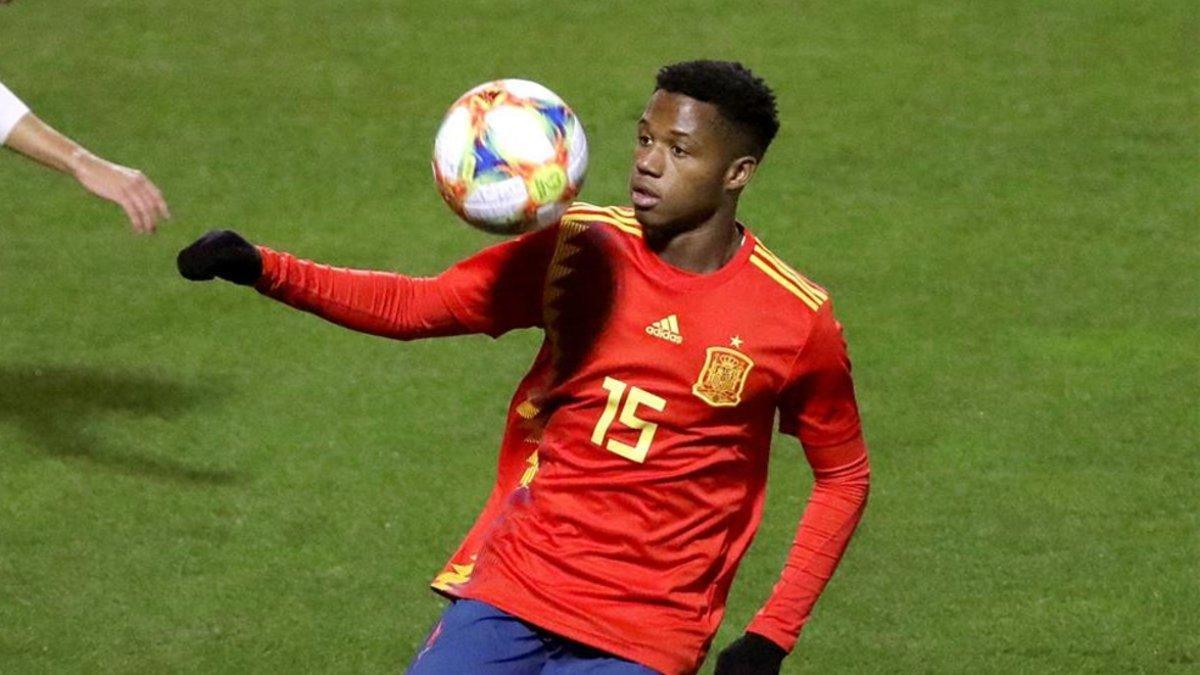 Ansu Fati, en un lance con España