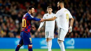 Benzema y Messi, durante un Clásico