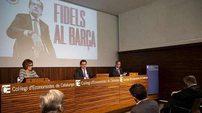 Toni Freixa, flanqueado por Anna Vilaferran y Ramon Artigas