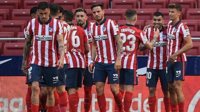 Los jugadores del Atlético celebran el segundo gol de Correa