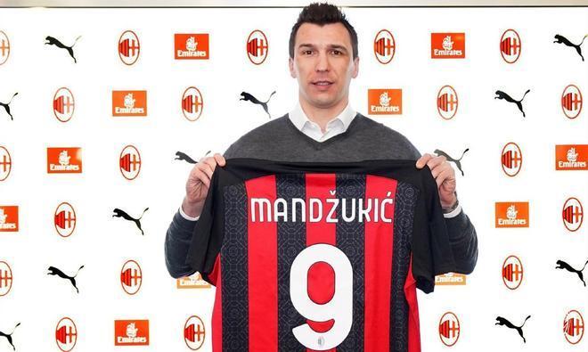 Mario Mandzukic, durante su presentación como jugador del A.C. Milan