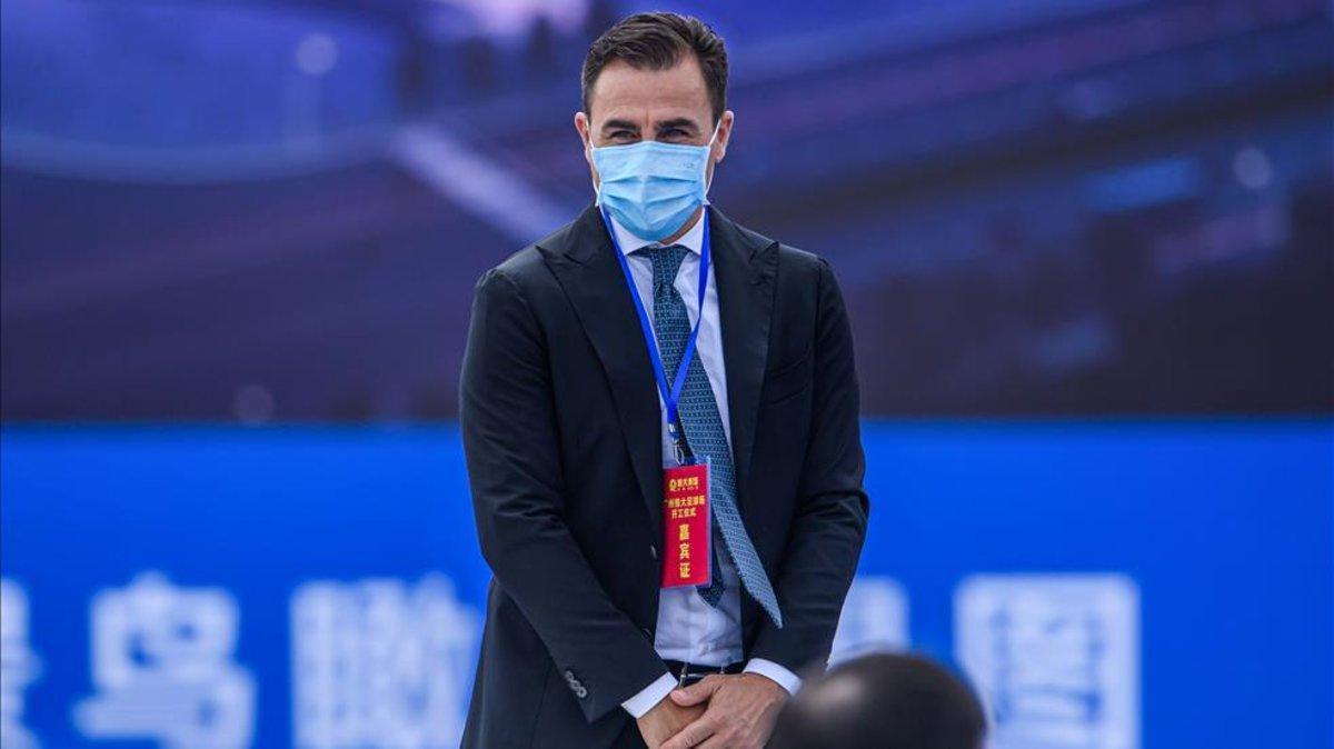 Cannavaro, con mascarilla, dirigiendo al Guangzhou Evergrandes