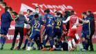 Enfrentamientos entre futbolistas del Lyon y el Mónaco al término del partido.