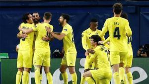 Los jugadores del Villarreal celebran un gol este jueves.